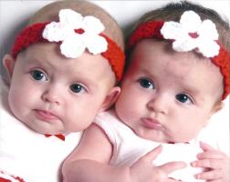 Rangkaian Nama Bayi Kembar Perempuan Islami